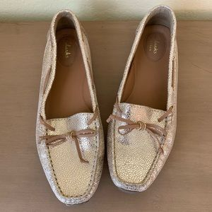 Like New CLARKS Metallic Crackled Gold Drivers